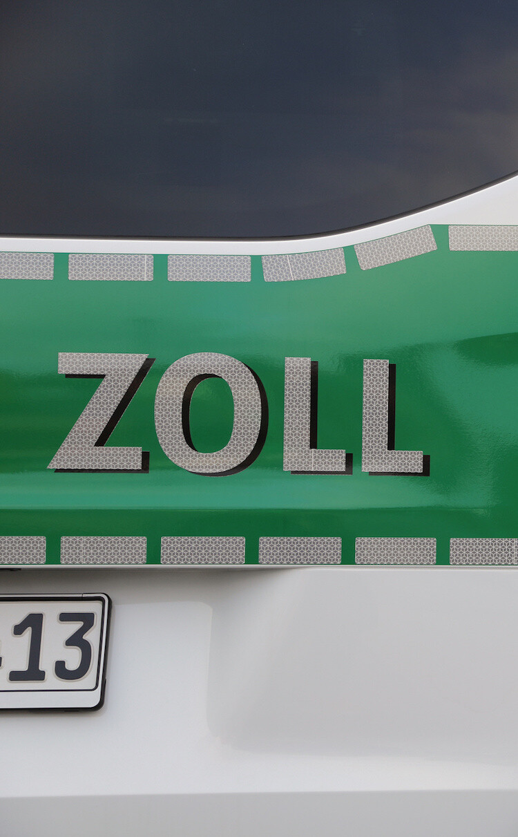 Whitepaper Zollkosten senken Bild: Fotolia/ Andreas Scholz
